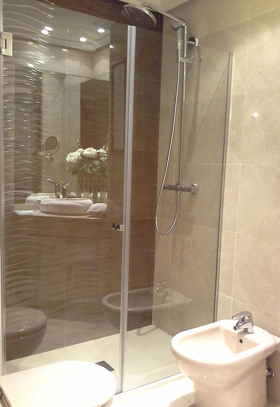 Mamparas abatibles de ducha y bañera